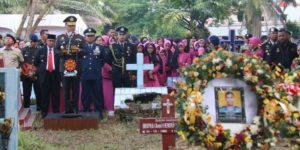 Meninggal Dikeroyok Di Papua, Anggota Brimob Polda Riau Dimakamkan Di Taman Makam Pahlawan