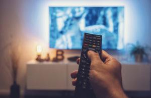 Menonton Televisi